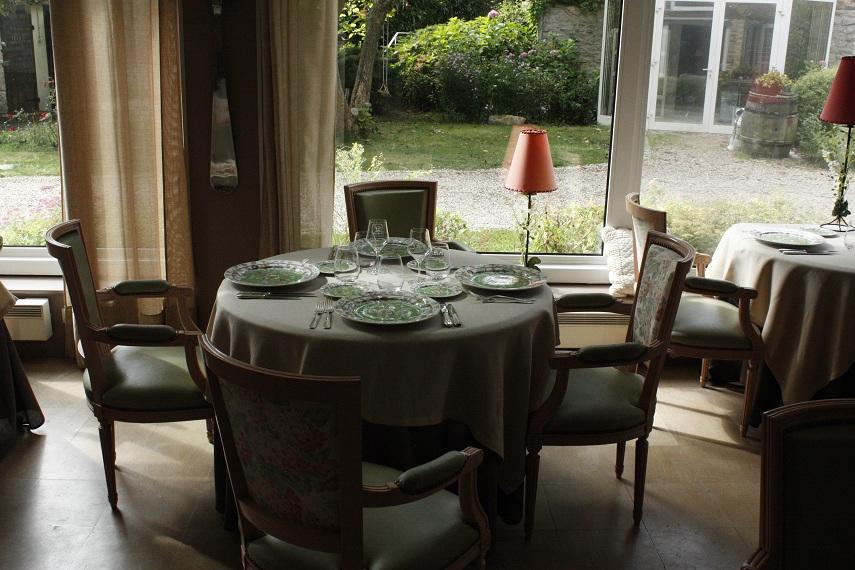 Le moulin d hauterive le charme discret d une grande maison for Salle a manger veranda